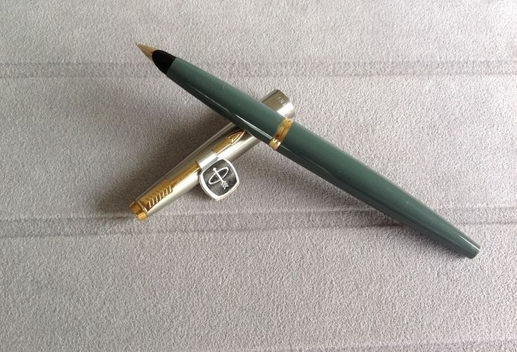 Parker 45 vintage pen (approx. years 1960-1970) Gray, extra F, 10k gold nib.