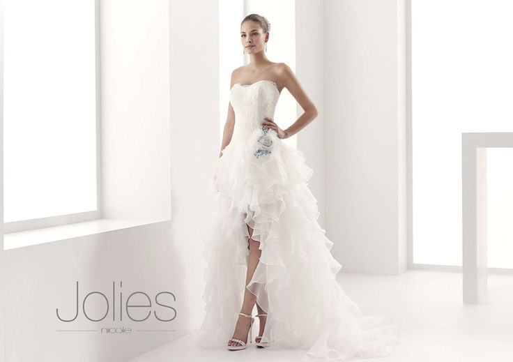 http://www.nicolespose.it/it/ #Jolies #collection for #nicolespose #weddingdress #wedding #abitidasposa #alessandrarinaudo #nicole #labitodeisogni #bianco #white
