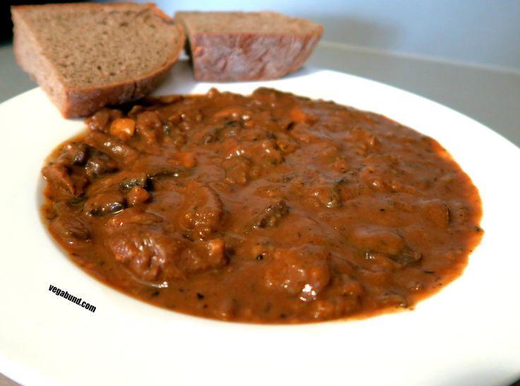 Houbový guláš se seitanem / Mushroom goulash with seitan