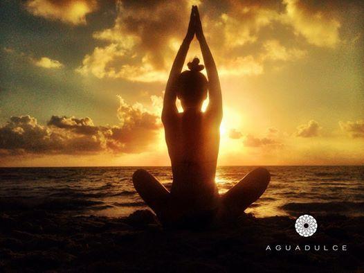 Recuerda que puedes practicar Yoga para iniciar la semana como debe ser.