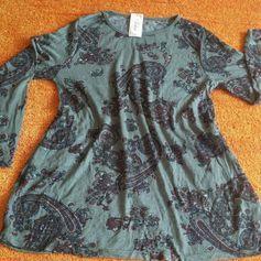 NEU Damen Kleid Tunika leicht luftig schwingend Gr.38/40 mehrfarbig v.Fashion  Boutiquware. MADE IN ITALY. Einfach wunderschön. Weich, leicht, sehr angenehm zu tragen.In den seitlichen Nähten sind praktische eingriff Taschen angebracht. Leicht dehnbar. Figurbetont aber locker sitzend. Super kombinierbar.  Siehe Bilder. 95 % Baumwolle 5% Elastan Brust Weite ca: 52 cm Länge ca: 80 cm Arm Länge ca: 62 cm 202A