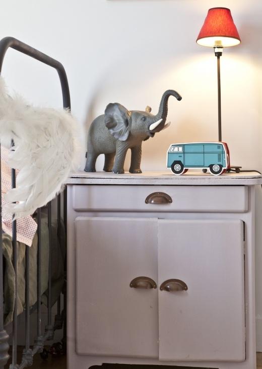 I want the same for my little . #drawers #Kids #room - mobilier 50's - poignées creuses métal - peinture pastel