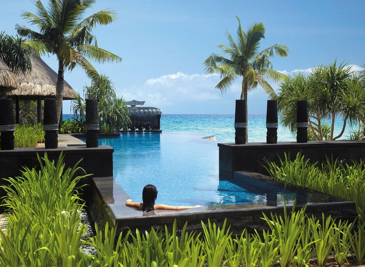 Our luxury 5-star Shangri-La's Boracay Resort and Spa, Boracay provides comfortably appointed rooms, suites and restaurants as well as excellent amenities.