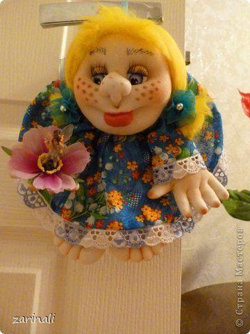Увидела у tayochek  чудесных кукол из шпагата. Она дала ссылку на МК Елена -ELENA,это её идея создания куколок из шпагата,  а всё по порядку раньше всех объяснила мне Леночка Балбекина. Раздобыла я старенькую Барби и не могла уснуть, пока не сделала такую куколку. Она первая, куча косяков, нужно было шею укоротить( поздно заметила, что она, как жирафа у меня) но в процессе я получила колоссальное удовольствие. да такое, что чуть проснулась и начала переворачивать свои хомячьи запасы в…