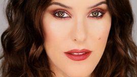 Video: Opulent Burgundy And Berry Makeup Look Using Organic, Natural Colour | Lisa Eldridge Make Up | Bloglovin'