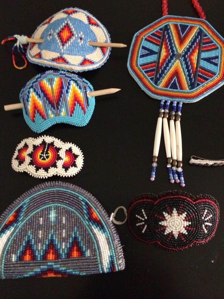 Native American beadwork necklace, coin purse & hair barrettes