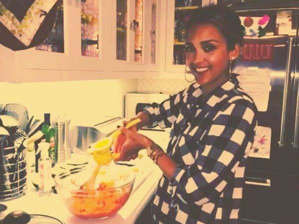 Watch Jessica Alba Make Her 'Favorite' Carrot and Avocado Salad (Video) http://greatideas.people.com/2015/01/07/jessica-alba-twitter-carrot-avocado-salad-recipe/?xid=socialflow_twitter_greatideas