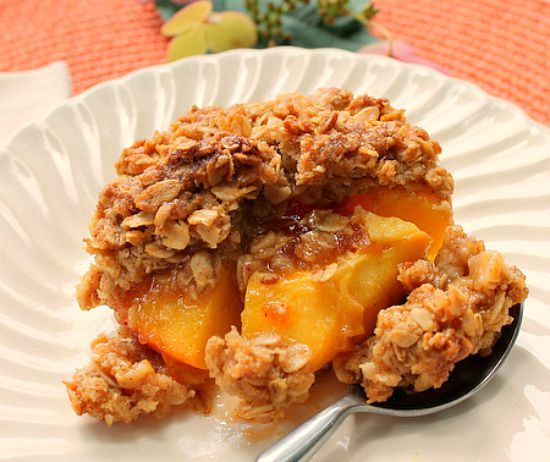 Peach Crisp... Soft juicy baked peach halves with apricot jam in the center and a crispy oat topping! Easy and delicious!