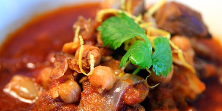 Marokkansk gryte - Tanken på en varm gryte som dufter av eksotiske krydder får tennene til å løpe i vann. Dette er akkurat en sånn gryte.