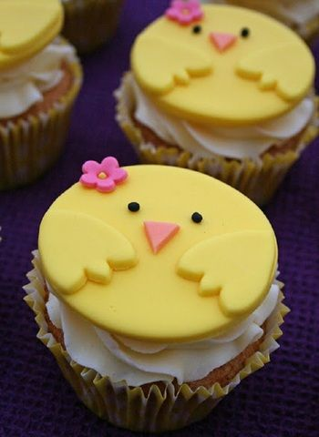 Chirpy Chick Easter Cupcakes and 25 other Cutest Easter Cupcakes Design  by http://photo-sharpen.com