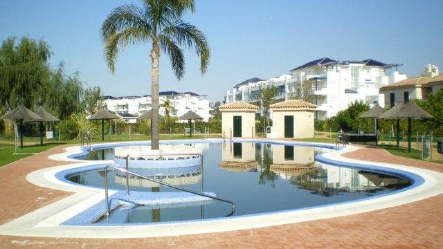Otra vista de la magnífica piscina central.