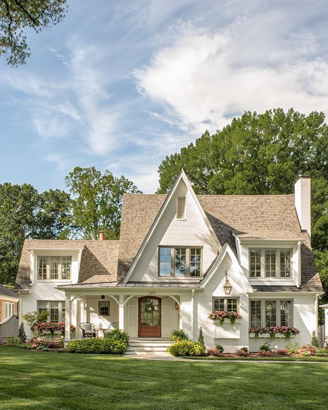 Home Bunch Homebunch Instagram Photos And Videos House Exterior Brick Cottage Cottage Homes