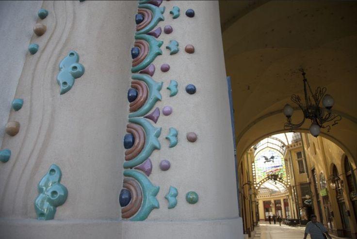 Oradea - Le Palais l'Aigle Noir, arch. Komor Marcell et Jakab Dezsö, detail de la facade. © Musée de Pays des Cris, Oradea