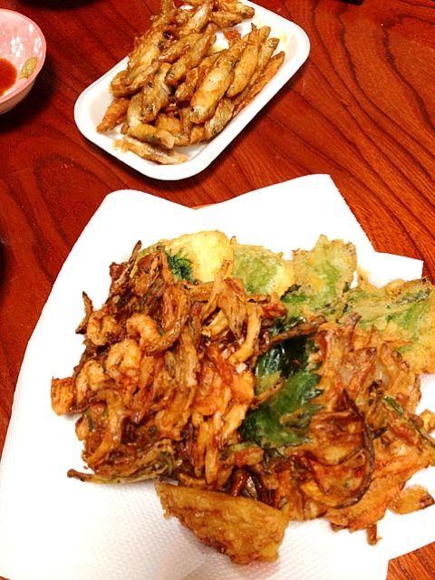 初めて天ぷらしたけど、カレイの天ぷらうますぎー!かき揚げも美味しかったけど…胃もたれ…w - 5件のもぐもぐ - 野菜のかき揚げとカレイの天ぷら☆わかさぎの唐揚げはお惣菜ーw by megmam