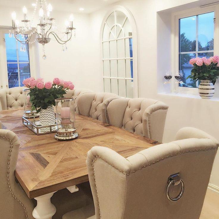 Wow!! @interior_juliana har stylet en fantastisk spisestue vi er stolte over å ha levert både stoler bord og speil til dette lekre hjemmet  #classicliving
