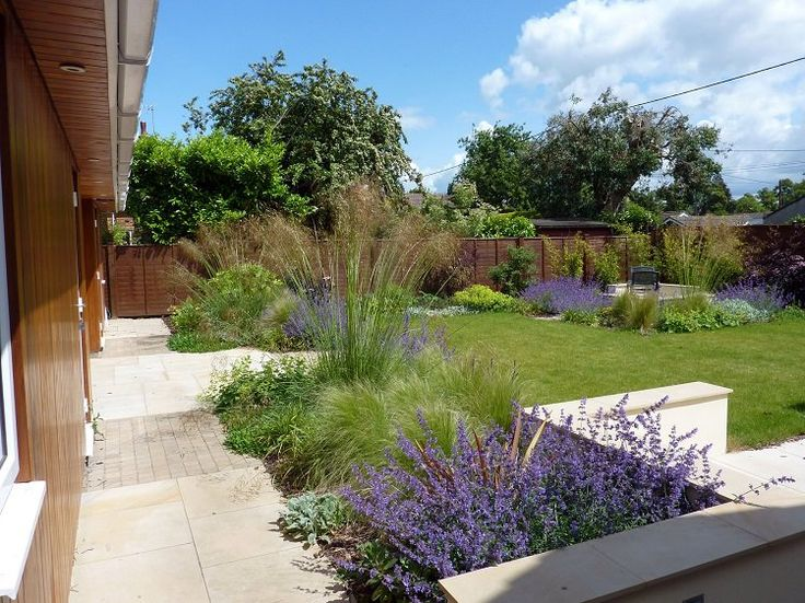 am nagement paysager moderne 104 id es de jardin design paysagisme moderne polices d. Black Bedroom Furniture Sets. Home Design Ideas