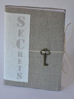 Carnet à secrets ou journal intime en lin et chanvre ancien, 192 pages.