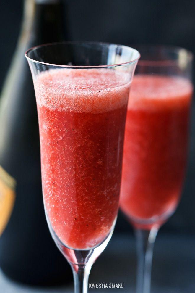 Truskawkowe bellini   • truskawki • schłodzone Prosecco, wino musujące, szampan • cukier puder