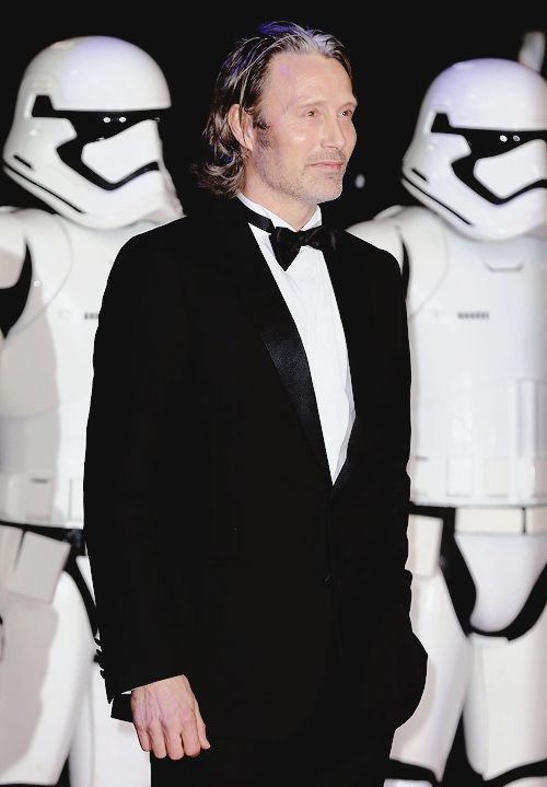 mikkelsenmads: Mads Mikkelsen @ Star Wars European premiere [x] may the force be with you Mads x