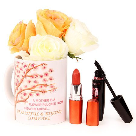 Buy beautiful #Christmas cosmetic gifts hamper for her. http://bit.ly/13vo6YW