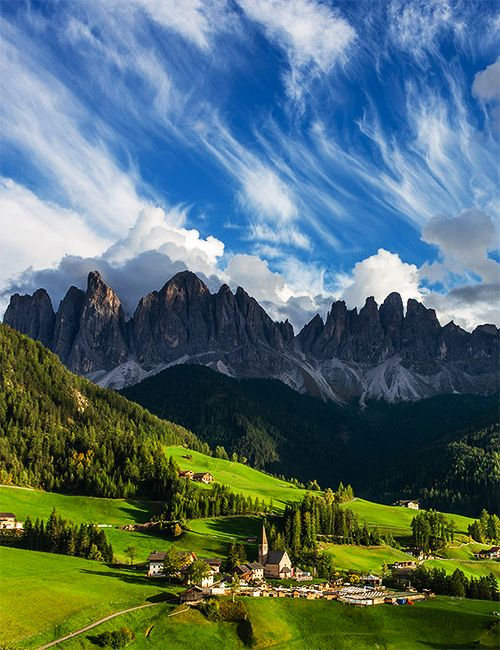 Dolomites, Italy. This is the type of place that makes Italy soo appealing! This is beautiful!