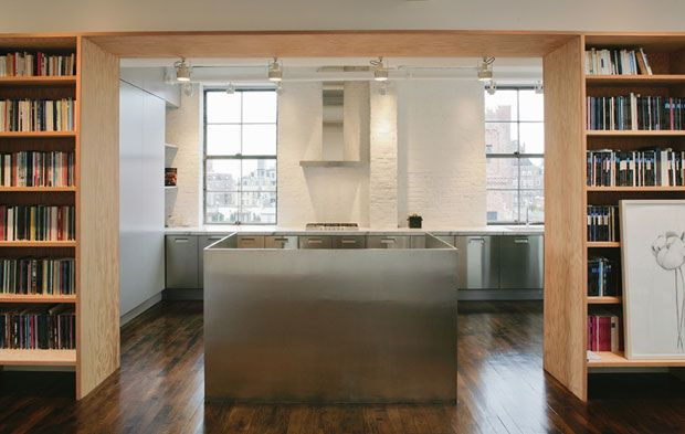 studio-cmp  Mattoni dipinti di bianco e una vista straordinaria. La cucina di acciaio è minimale e su disegno
