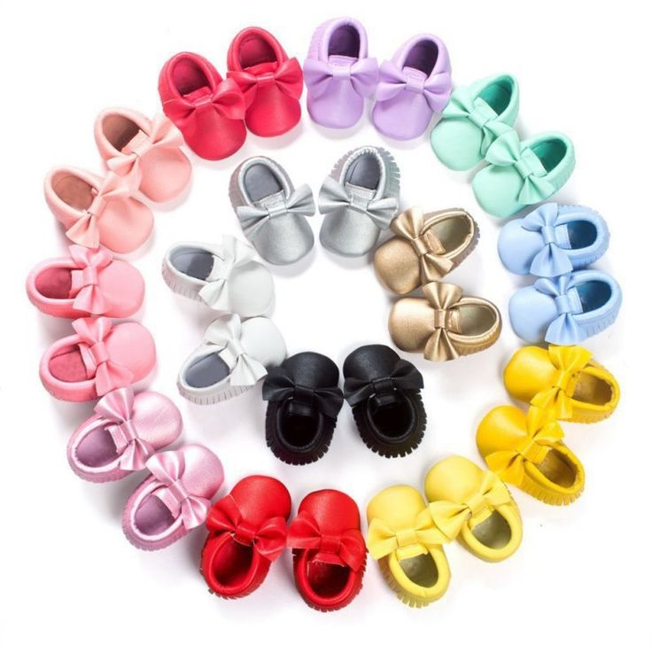 Let your baby tip-toe the day away in these super stylish baby moccasins. These soft sole Pre-walkers will be the perfect match for your little ones outfit! Fringe detailing to add that special sparkle.   PU leather Available in a range of colours Style: fringe moccasins