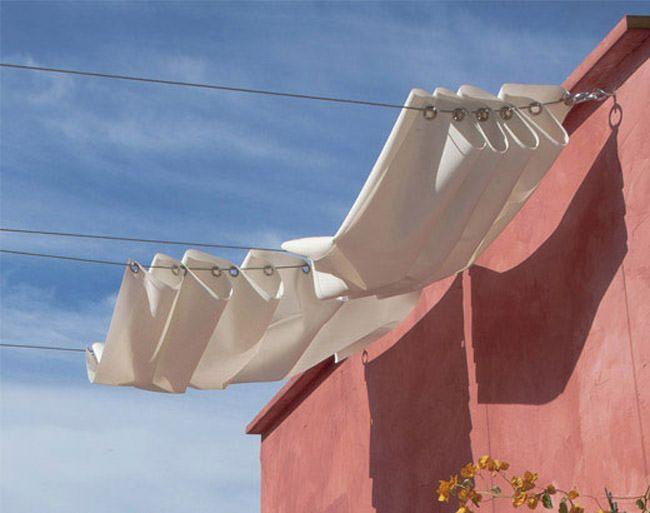 Voici ma bidouille pour réaliser tout simplement et pour pas cher, une magnifique tonnelle pour votre terrasse extérieure. Pour cette astuce déco, vous aurez besoin de : Tissu : je vous conseille un tissu assez épais pour bloquer le soleil Œillets Câble d'acier DIGNITET Ikea Machine à coudre Perceuse C'est tout ce dont vous aurez besoin. Installation : Découpez le tissu à la largeur nécessaire et faites un ourlet sur chaque longueur Pour ma part j'ai fait des stores de 70 cm par 200 cm. Je…