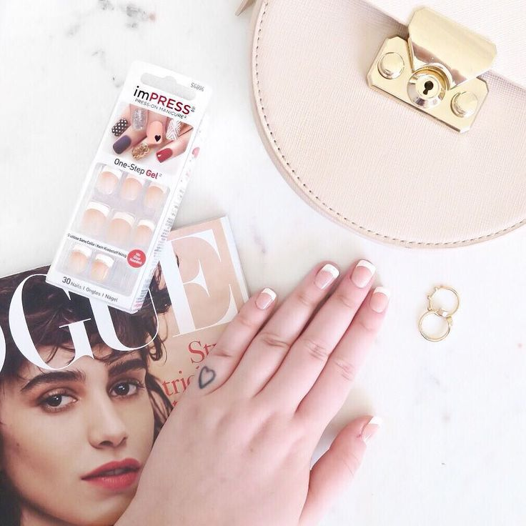 The quickest and easiest nail job EVER! @imPRESSmanicure gives you a one step gel mani in MINUTES and you don't need to wait for it to dry! I applied my French manicure on the train yesterday and it was completely fool proof!  you literally just press on and voila! Have you ever tried these? There are loads of designs available with an accent nail too! Have a look in @superdrugloves or online at kisseurope.uk #imPRESSmanicure #ad