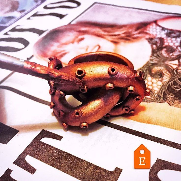 Painting a tentacle ring beside the face of @lorrainekellysmith (who as it happens has been a celebrity crush of mine for years! ) Get yours through the link in my bio. (Your own ring that is; not your own Lorraine Kelly!) #craftstagram #crafthour #handmade #handmadejewelry #jewelry #tentacles #octopus #giftideas #ring #handmade #artist #etsy #costumejewelry #sea #kraken #monster #lorrainekelly #painting #bronze #art #picoftheday #sundayshopping #sundaynight #suckers #making #wip…