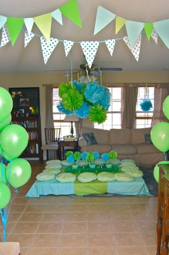 paper banners for kitchen area - do circles too...and doilies