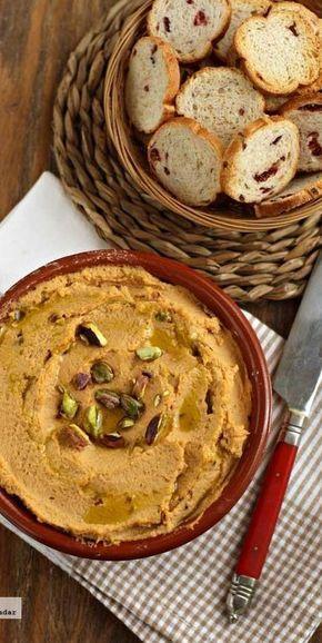 Hummus con pimiento y pistachos. Receta de aperitivo