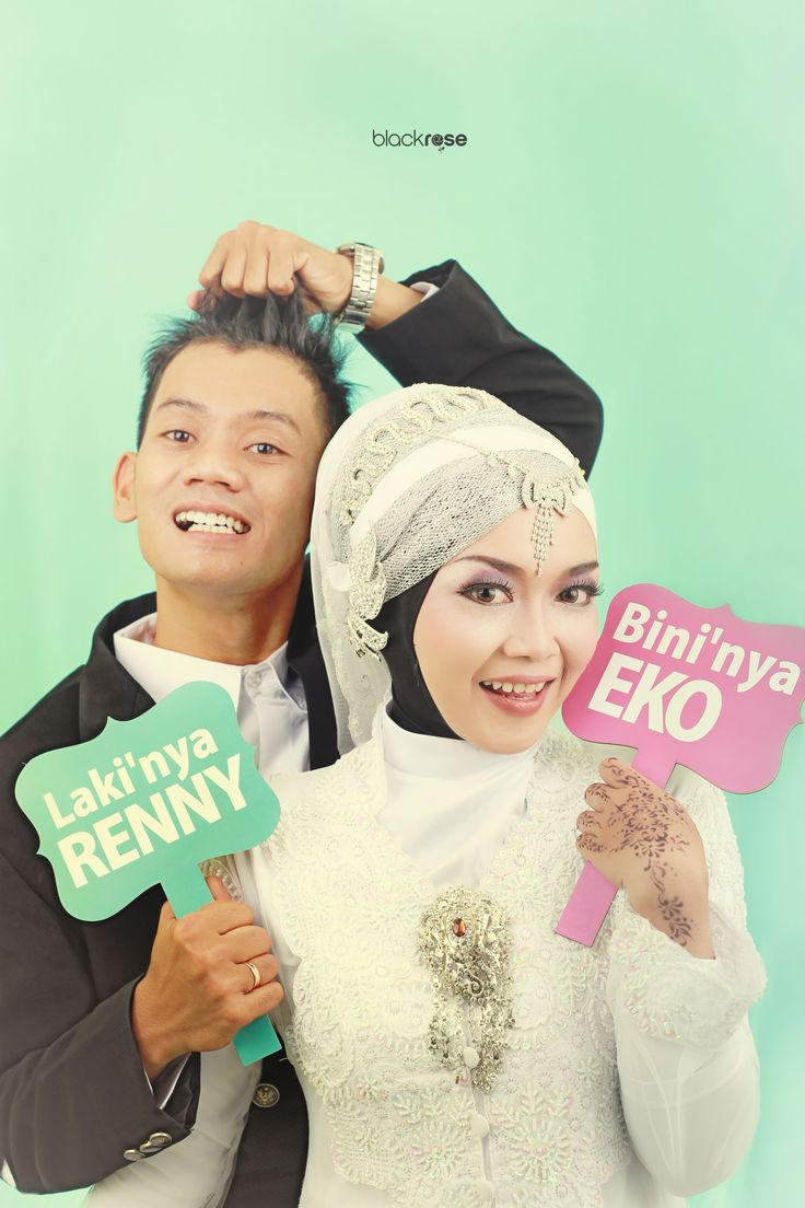 HUSBAND and WIFE #wedding #ceremony #indoor #mintgreen #handtag #happy #softcolor