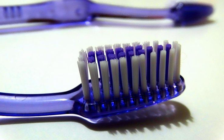 8 trin til rene tænder. Tænder, tandkød og tunge skal holdes rene hver dag, for at undgå huller i tænderne, tandkødsbetændelse og dårlig ånde. Kun 29 % af danskerne har en god mundhygiejne, selv om 81 % børster tænder mindst 2 gange dagligt.