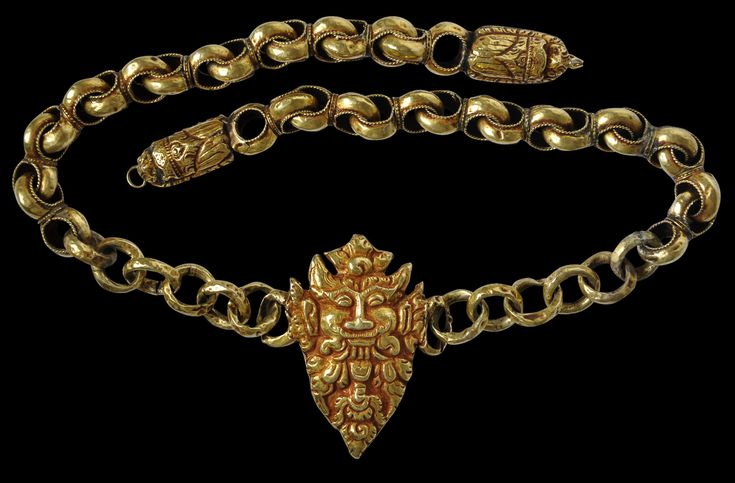 Antique circa 1600-1750 South Maluku Eastern Indonesia - gold wask pendant on…