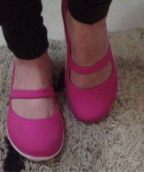 vi no enjoei: sapatilha crocs. puro charme e conforto, seja em terra ou na água