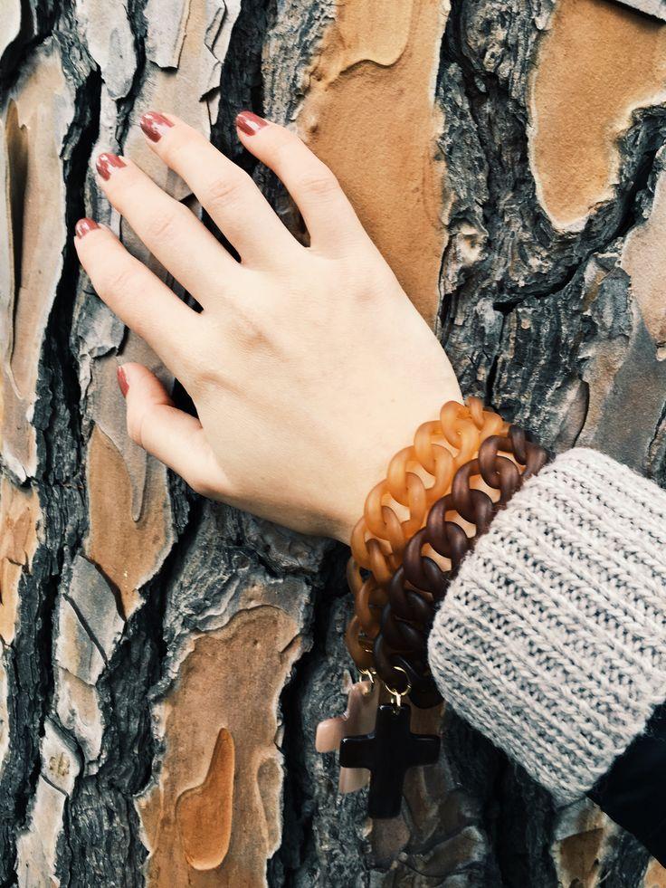 Bracciali con ciondolo a croce  #Rosavelvet #shoponline #madeinitaly #bijoux #bigiotteria #costumejewelery #bracciale #bracelet #rock #rockstyle #glamrock #moda #accessorimoda