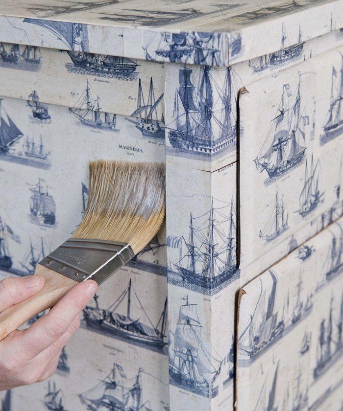 Vieux meuble en bois recouvert entièrement avec du joli papier: faire ça avec bureau ou autre ?