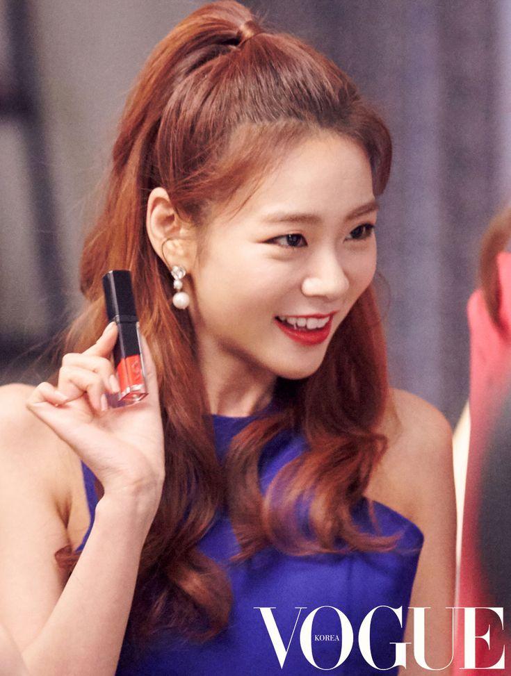 카라게시판 > 커뮤니티 > 한승연 화보 3p (HQ) - 보그 5월호 - #VDL