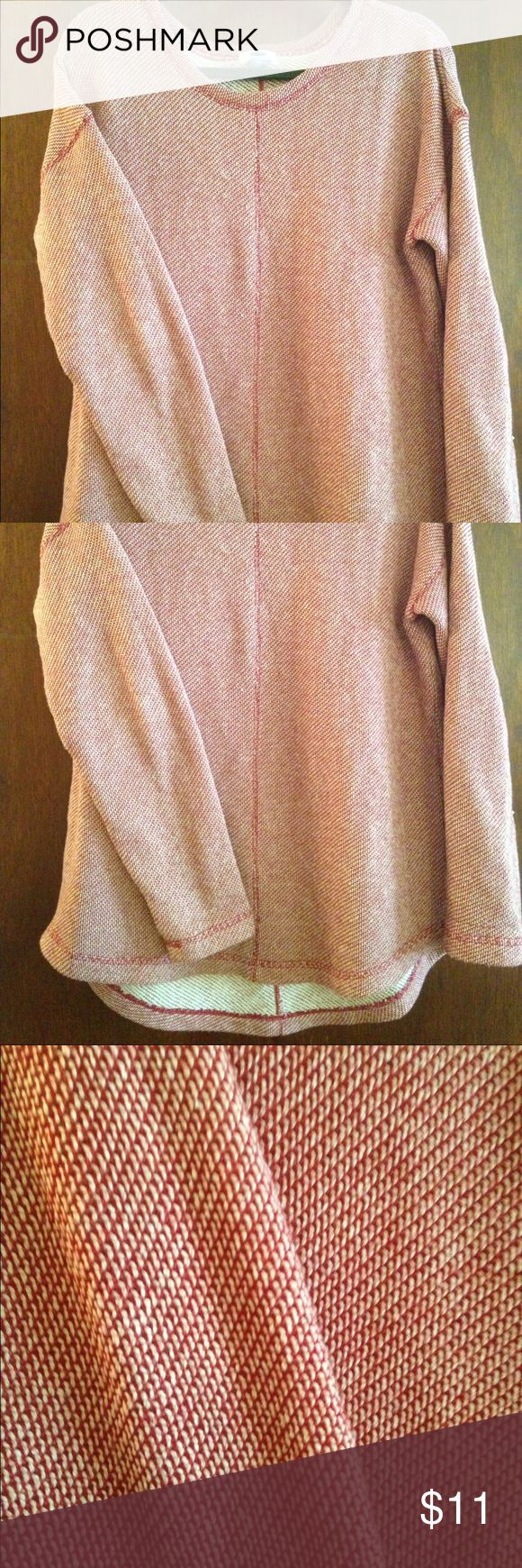 """Old Navy Tunic Top Very cozy Tunic top. Last two pics show color best. Flattering scoop neck that is mirrored at bottom. Cute with jeans or leggings and even cute under a vest! (5'6"""", 135 lbs: fits loose) Old Navy Sweaters Crew & Scoop Necks"""