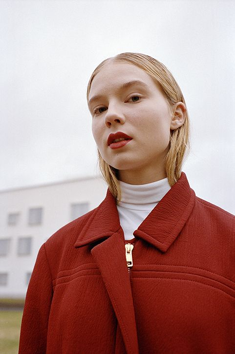 Anne Törnroos/ Styling, Fashion editorial, Ulap Magazine, model, film photography, red, photo: Andrei Kipahti