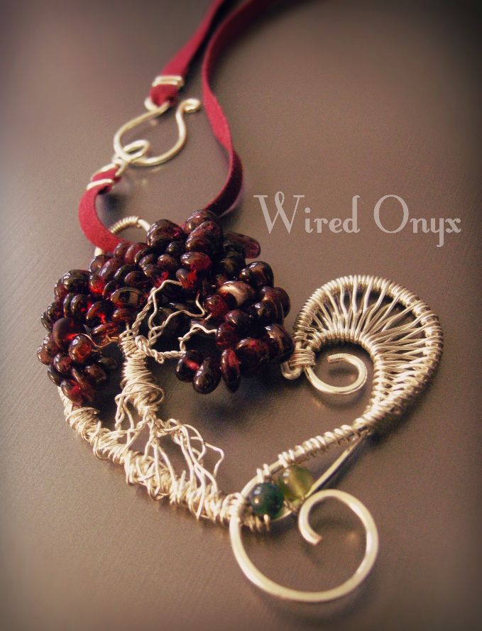 FB: https://www.facebook.com/Wired-Onyx-324250491100686/?ref=aymt_homepage_panel  ETSY:https://www.etsy.com/it/shop/WiredOnyx?ref=hdr_shop_menu