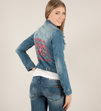 Jeans jacket with embroidery on Therese back.