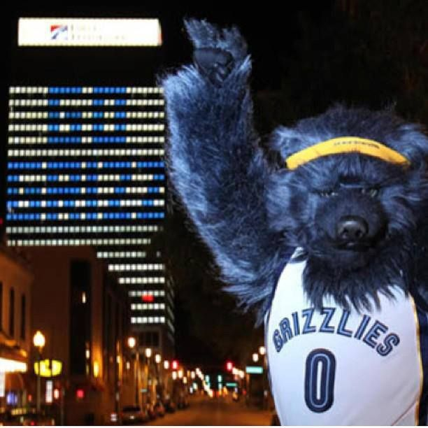 Memphis Grizzly mascot