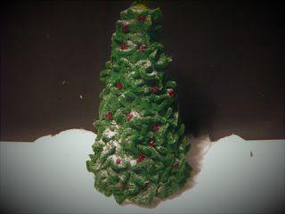 Pomysły plastyczne dla każdego, DiY - Joanna Wajdenfeld: Puszysta choineczka z polaru bez kleju