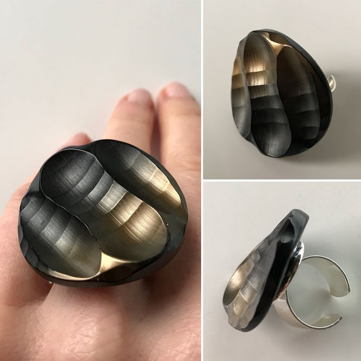 Awesome old button that just had to become a ring! Sustainable•Genderless•Unique