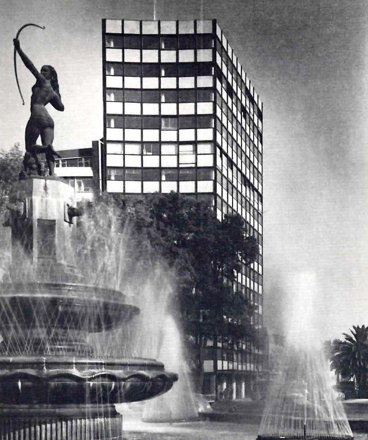 Edificio de oficinas, Paseo de la Reforma en la Glorieta Diana, Col. Cuauhtémoc, México DF 1958 Arq. Juan Sordo Madaleno - Office Building, Paseo de la Reforma at the Glorieta Diana, Mexico City 1958