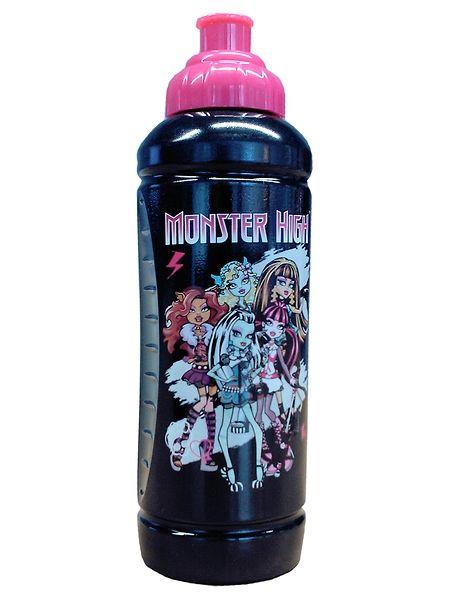 Hieno Monster High -juomapullo on kiva ottaa mukaan liikuntaharrastuksiin tai matkoille. Pullon kyljessä poseeraavat viileät Monster High -hahmot, ja sen tilavuus on 425 ml.