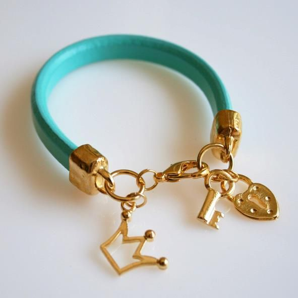 027.Oulala leather brachelet in Turquoise. I Iove the idea.