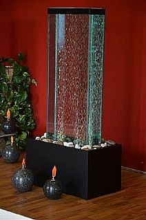 $1,200 Perlage. Dimensioni 60x35x125 cm  Costruita in cristallo  Completa di aereatoe e faretti a led.  Base in legno laccato nero.